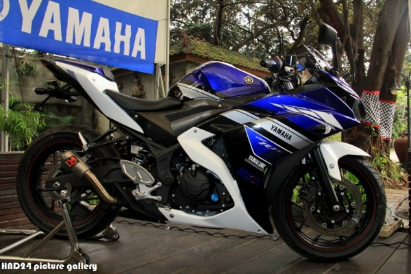 Yamaha R25 special livery