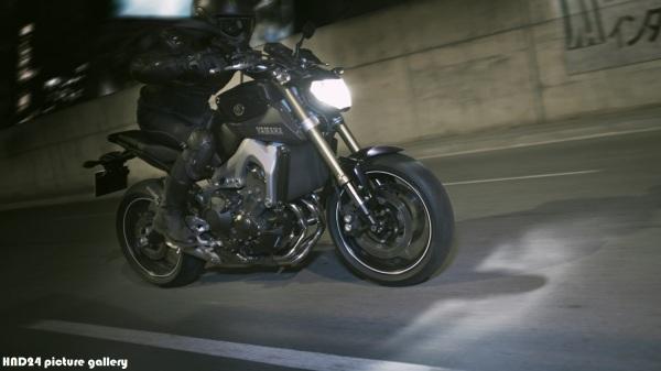 Yamaha MT-09 2015 (2)