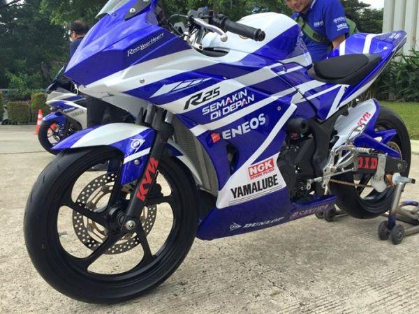 R25 race bike (1)
