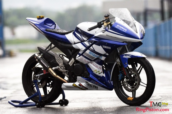 R15 race bike (photo by TMCblog)