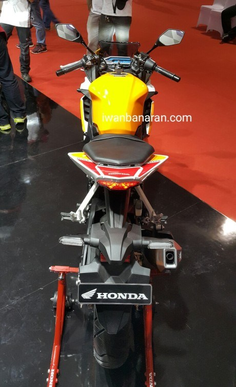 Honda New CBR150R (3) by Iwanbanaran