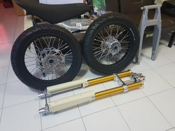 Honda Megapro Supermoto (3)