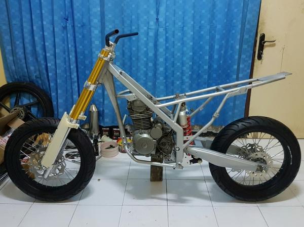 Honda Megapro Supermoto (5)