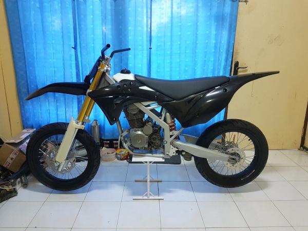 Honda Megapro Supermoto (7)