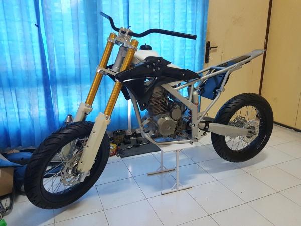 Honda Megapro Supermoto (6)