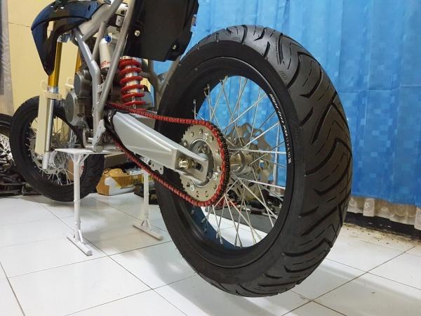 Honda Megapro Supermoto (8)