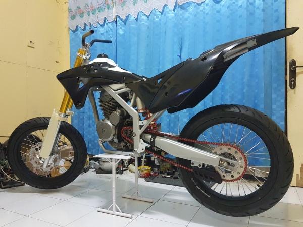 Honda Megapro Supermoto (9)