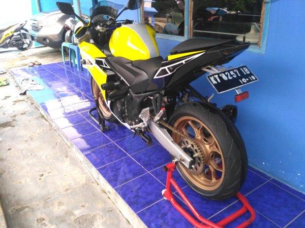 Yamaha YZF-R25 2014 (4)
