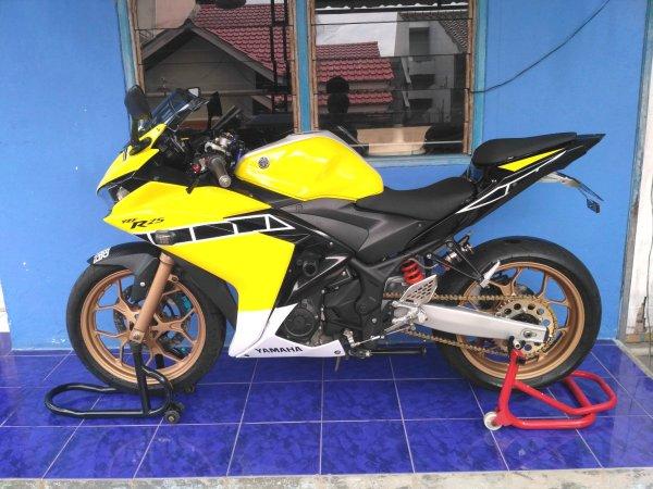 Yamaha YZF-R25 2014 (2)